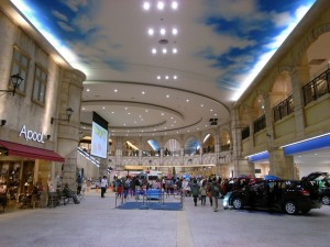 トレッサ横浜北棟2階リヨン広場